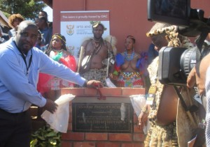 Mayor Cllr, SW Mgenge unveil the plaque at eMbabe Primary School.